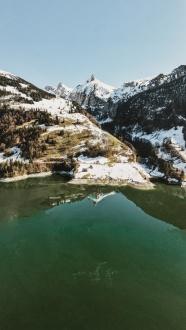 雪域高山湖泊風景圖片