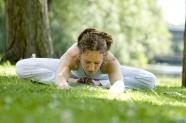 歐美美女草地練瑜伽圖片